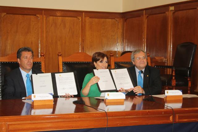Firma Sedesol con el rector de la Universidad de Guanajuato, José Manuel Cabrera Sixto un convenio de colaboración dentro de la Cruzada Nacional Contra el Hambre.