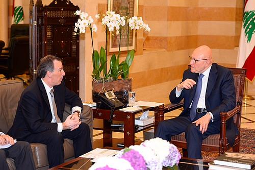 El canciller @JoseaAMeadeK en reunión con el primer ministro de Líbano, Tamman Salam