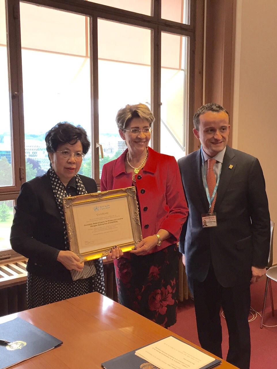 México recibe el reconocimiento que acredita a la COFEPRIS como una Agencia Funcional en materia de vacunas para los próximos tres años por parte de la OMS.