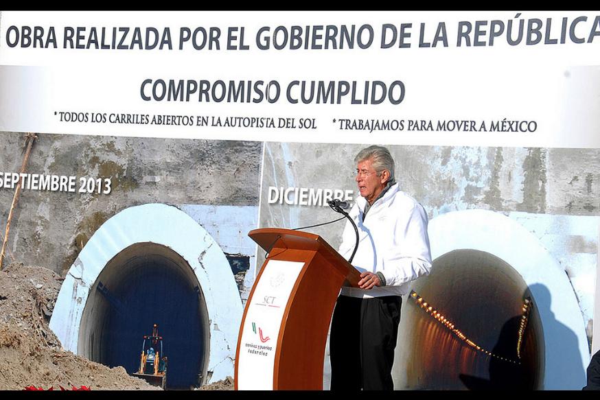 De acuerdo a lo comprometido, el secretario de Comunicaciones y Transportes, dio el banderazo con que se reabrió la vía hasta Acapulco