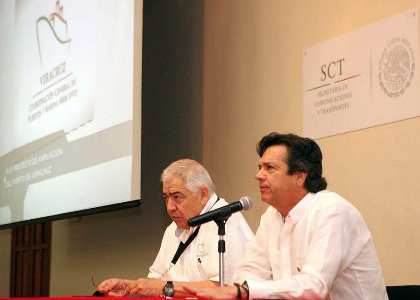 Guillermo Ruiz de Teresa, coordinador general de Puertos y Marina Mercante anunció que también se generarán 140 mil empleos, se detonará la economía regional y se contribuirá al rescate de la ciudad