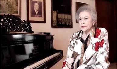 Fue galardonada con la Medalla Mozart y fungió como Directora del Conservatorio Nacional de Música