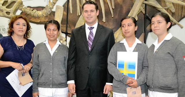 El primer lugar del Premio Nacional Juvenil del Agua 2013 fue otorgado para el equipo conformado por Clarissa Tapia, Julia Guadalupe Pacheco y Doryan Laura Callejas López del estado de Hidalgo.
