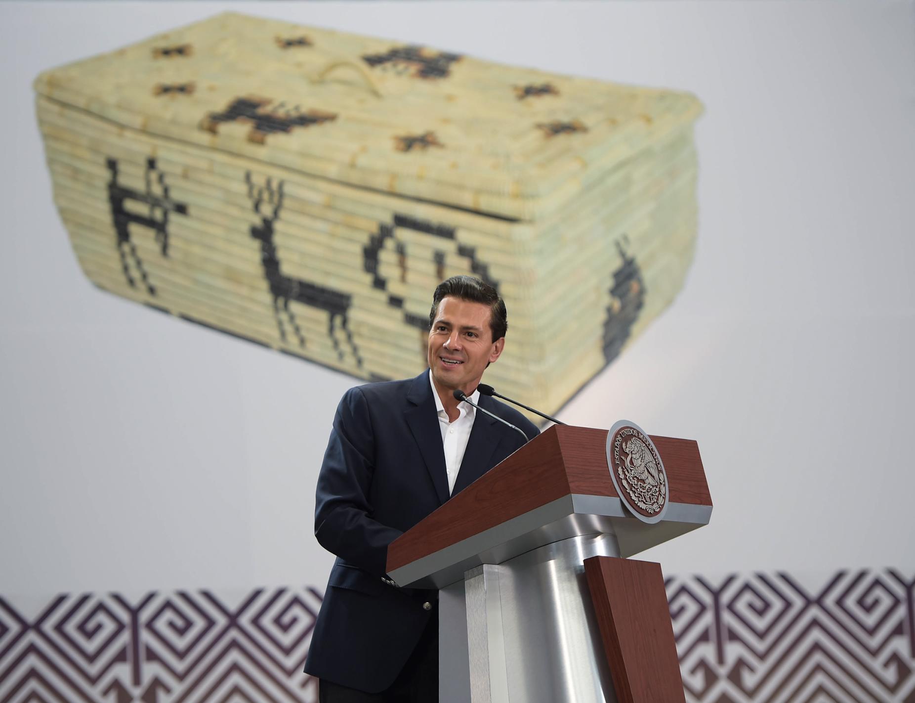 """""""FONART ha venido trabajando junto con la propia Secretaría de Desarrollo Social para conformar un padrón nacional de artesanos y un observatorio de la artesanía mexicana"""": EPN"""