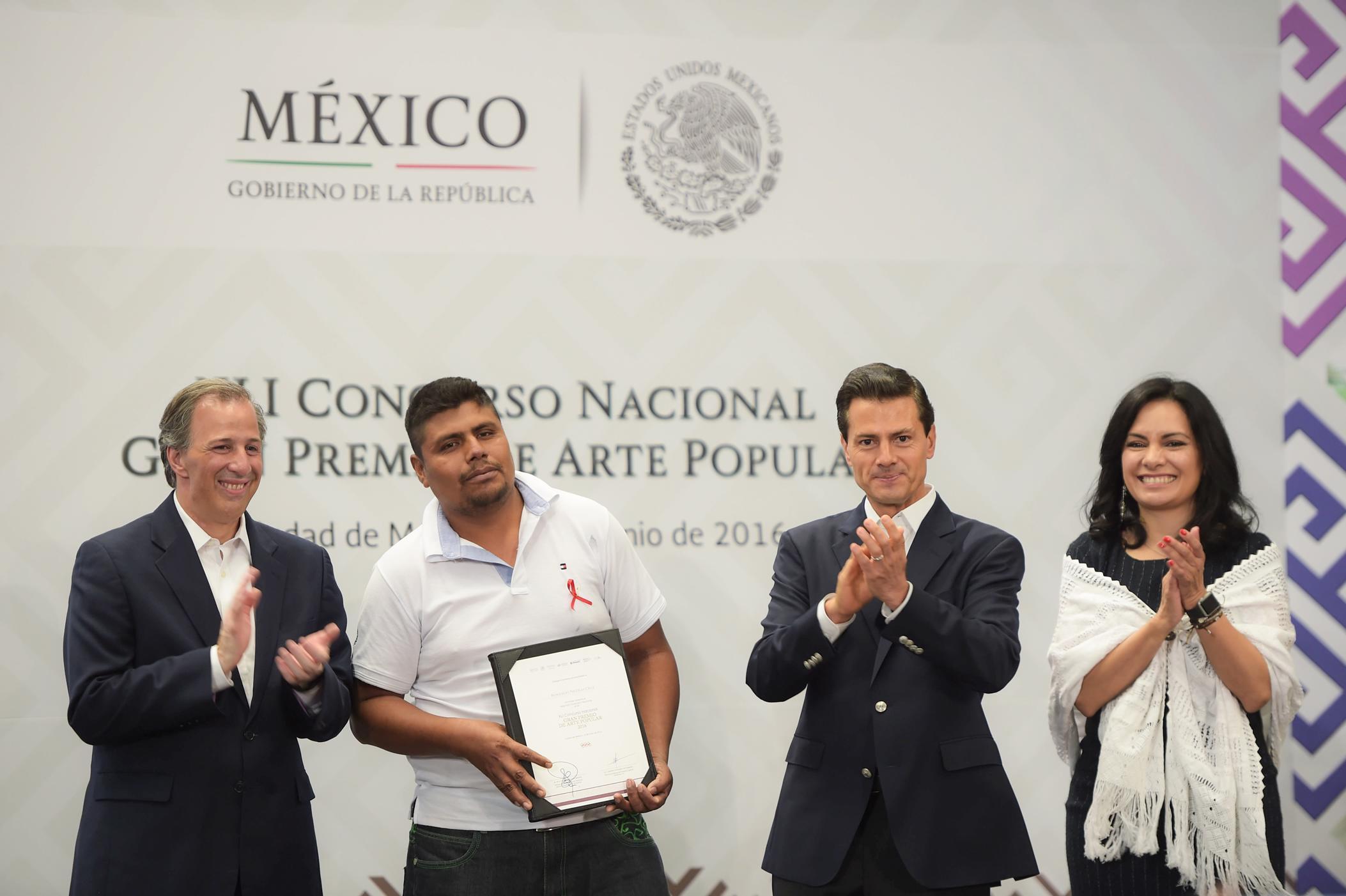 El Primer Mandatario encabezó la 41ª edición del Concurso Nacional Gran Premio de Arte Popular.