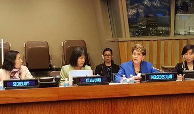 La presidenta del CONADIS, Mercedes Juan habla a la audiencia.