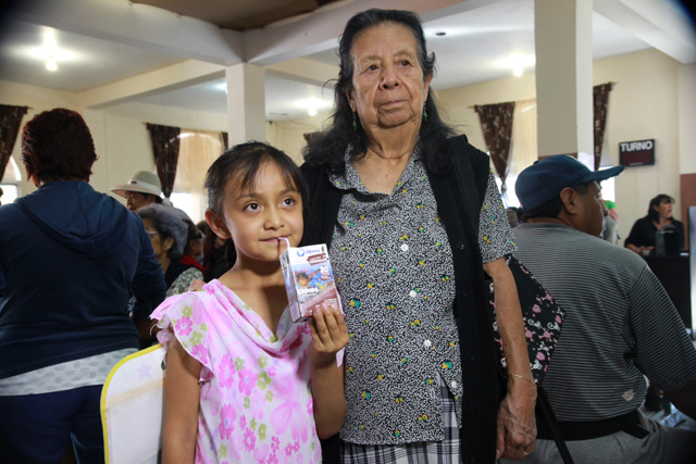 """Las donaciones fueron entregadas a las organizaciones """"Casa de día del anciano"""", """"La juventud la llevo en el alma y la salud de la mano"""" y """"Juntos cambiando nuevas vidas""""."""