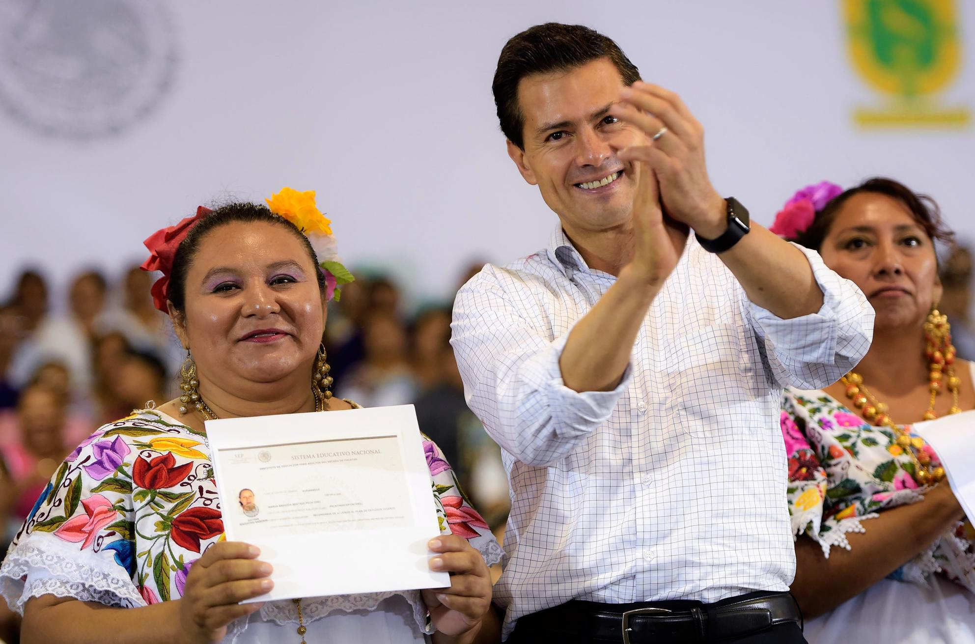 """""""A person without an elementary school certificate earns a third less than someone who has one; in middle school, the difference is about 50 per cent."""" EPN"""