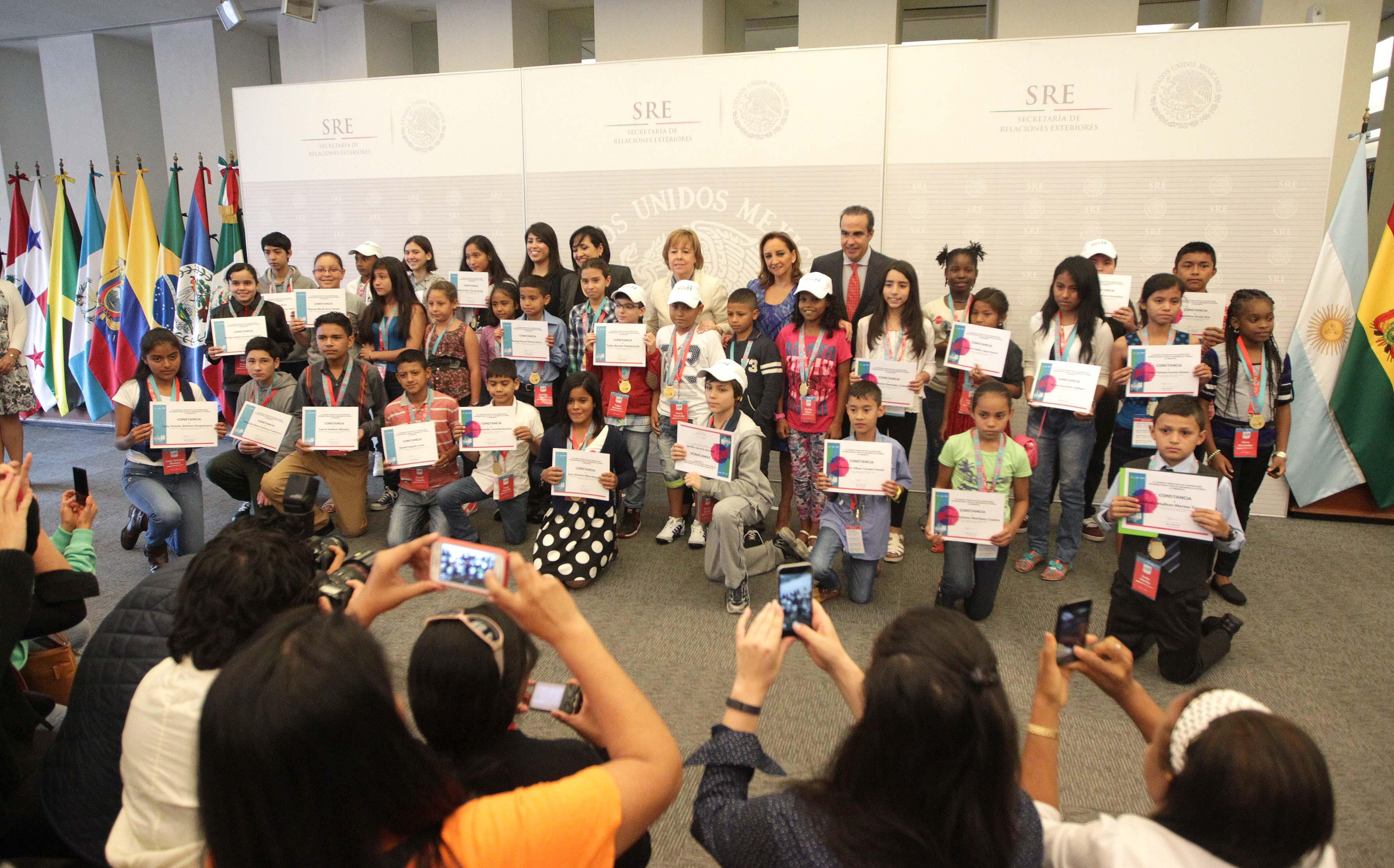 """Niñas y niños ganadores del Programa """"Escuelas México"""" visitan la Ciudad de México"""