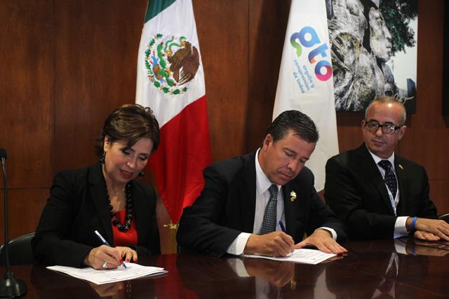 Firman Rosario Robles Berlanga y Miguel Márquez Márquez el Acuerdo Integral para el Desarrollo Social Incluyente - Cruzada Nacional Contra el Hambre