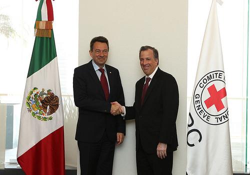 El secretario de Relaciones Exteriores, José Antonio Meade Kuribreña, con el presidente del Comité Internacional de la Cruz Roja (CICR), Peter Maurer