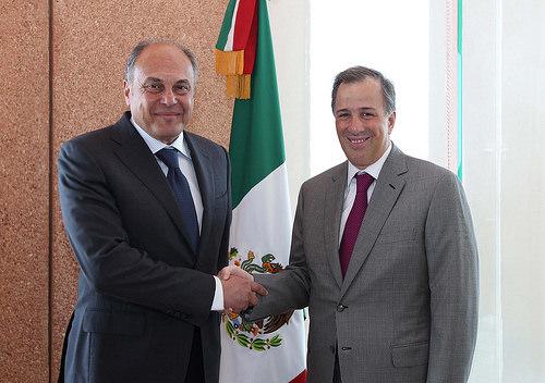 Canciller Meade con el ministro asistente para las Américas del Ministerio de Asuntos Exteriores de Egipto, Mohamed Farid Monib