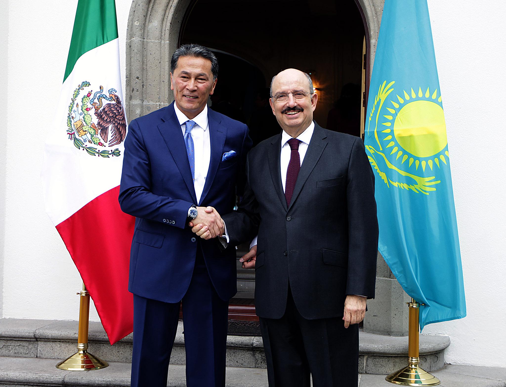 Se realizó la inauguración oficial de la Embajada de la República de Kazajstán en México
