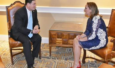 Canciller Claudia Ruiz Massieu acompañada del Gobernador de Arizona, Doug Ducey