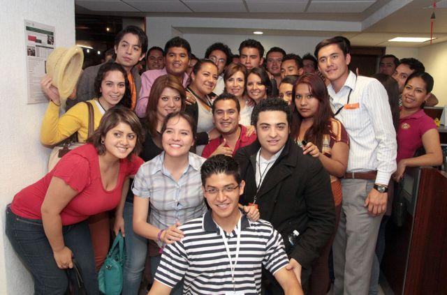 Rosario Robles Berlanga, participa y convive  con los voluntarios que se capacitaron para participar en las acciones de la estrategia presidencial.