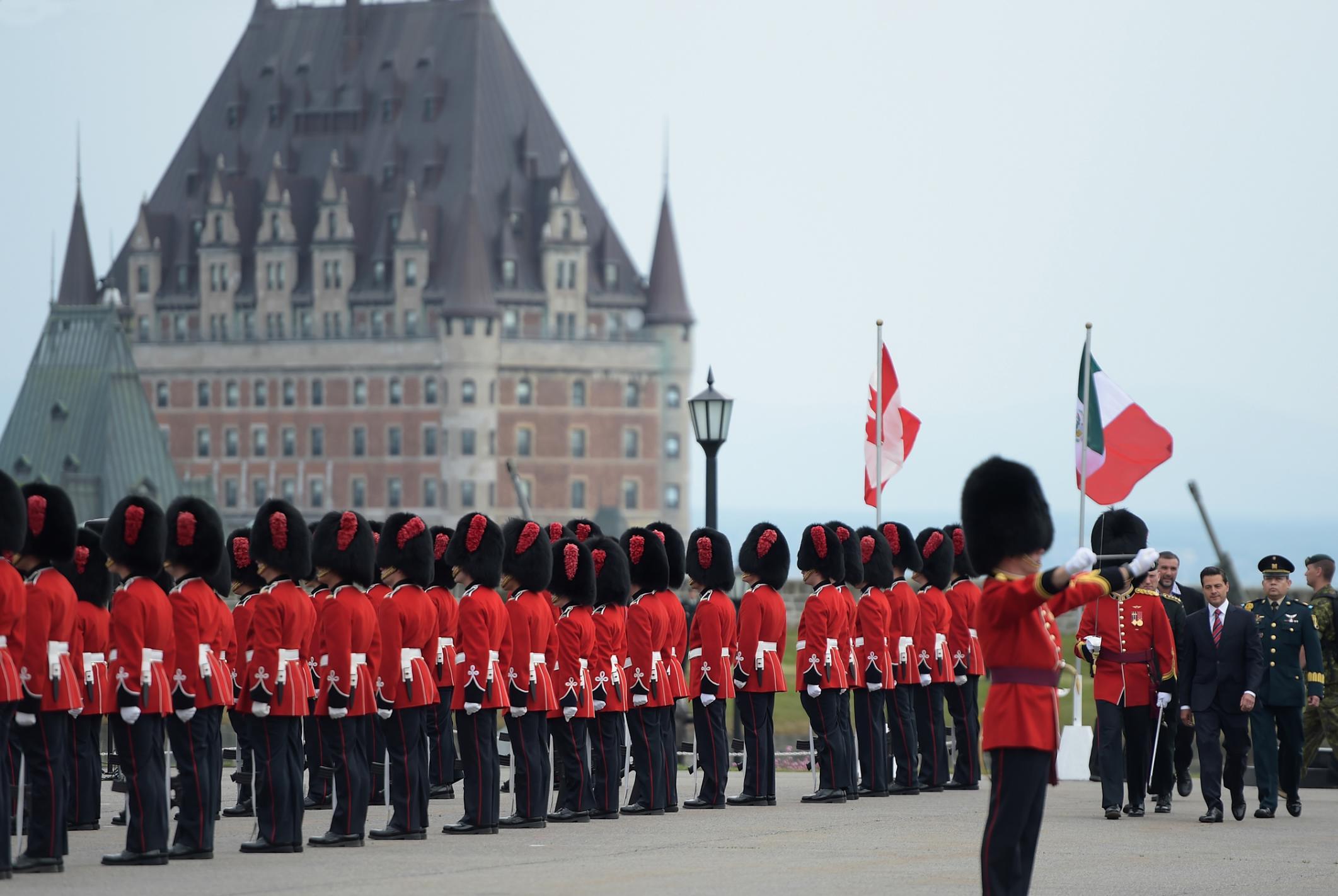 Durante la Ceremonia de Bienvenida al Presidente Enrique Peña Nieto, en Canadá, se detonaron 21 cañonazos y se escucharon los himnos de México y Canadá.