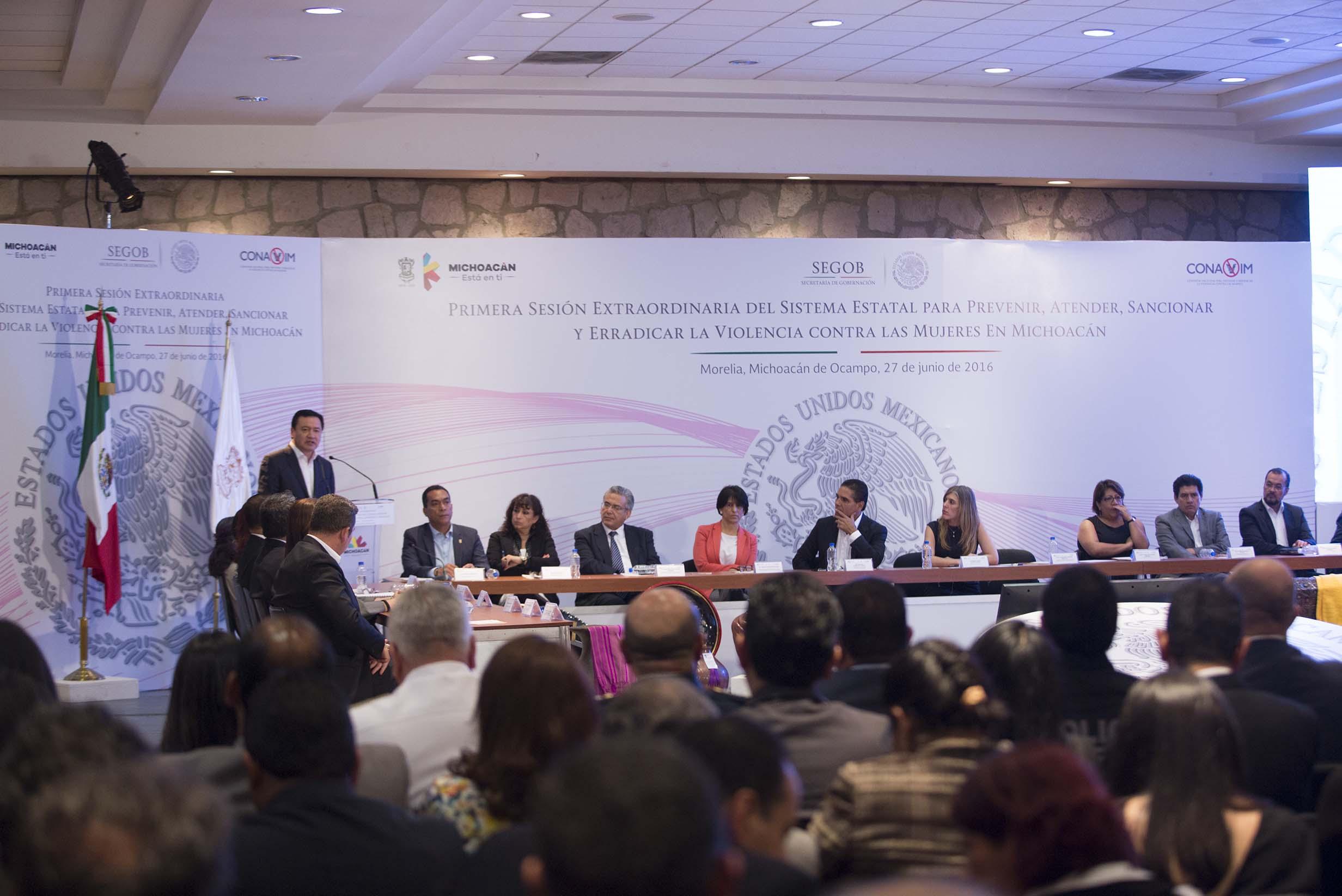 El Secretario de Gobernación, Miguel Ángel Osorio Chong, durante la Primera Sesión Extraordinaria del Sistema Estatal para Prevenir, Atender, Sancionar y Erradicar la Violencia contra las Mujeres en Michoacán