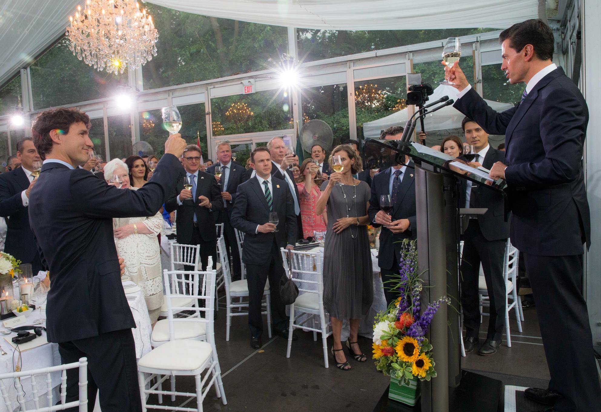 En Toronto, el Primer Mandatario, asistió a una cena que ofreció en su honor el Primer Ministro de Canadá, Justin Trudeau.