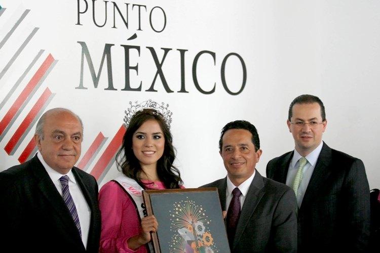 Carlos Joaquín González y Enrique Abud Dip se reunieron en el espacio interactivo Punto México para promocionar San Luis Potosí.