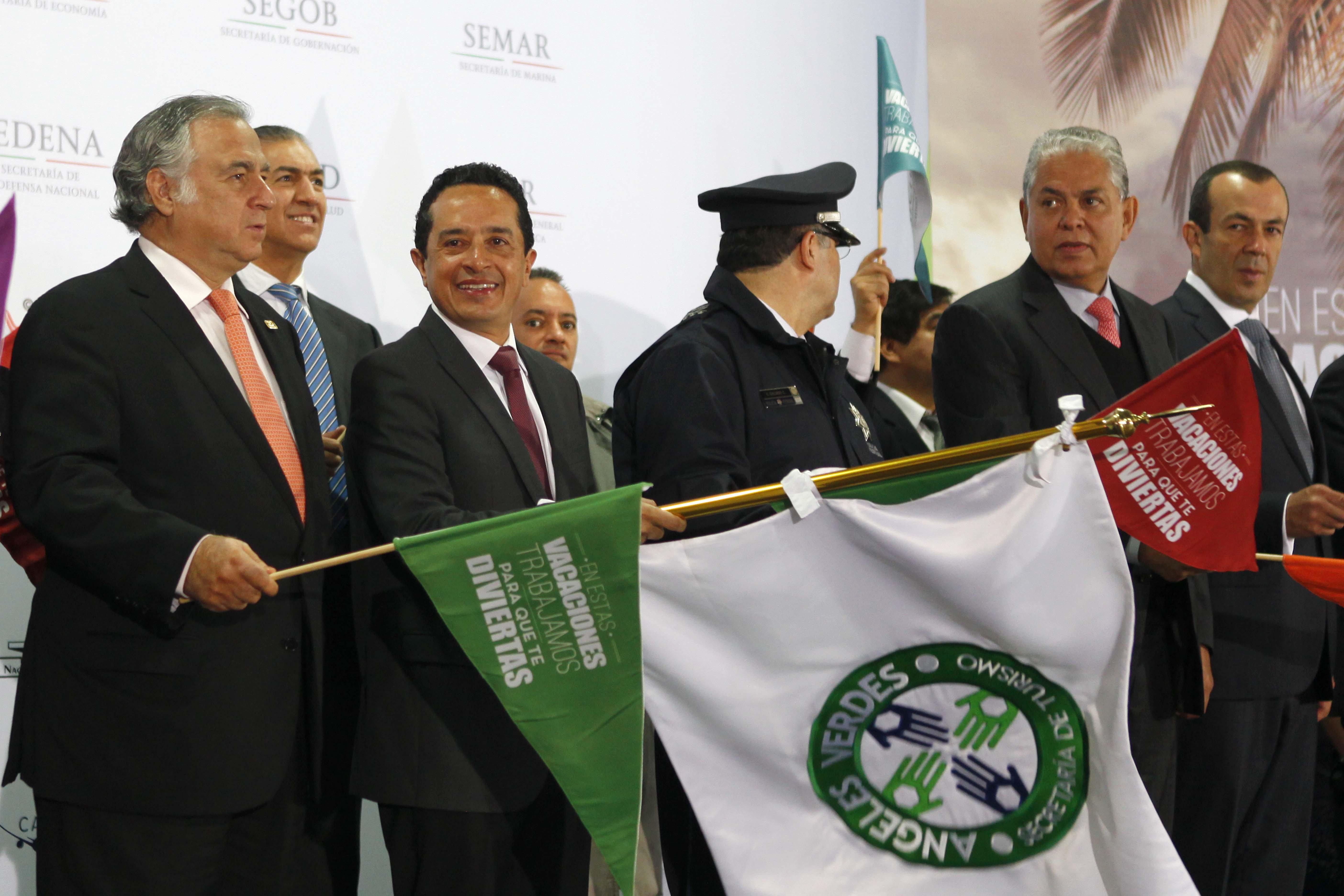 Los subsecretarios de la SECTUR, Carlos Joaquín González, Salvador Sánchez Estrada, y Francisco Mass Peña reunidos para poner en marcha el operativo vacacional de verano 2014.