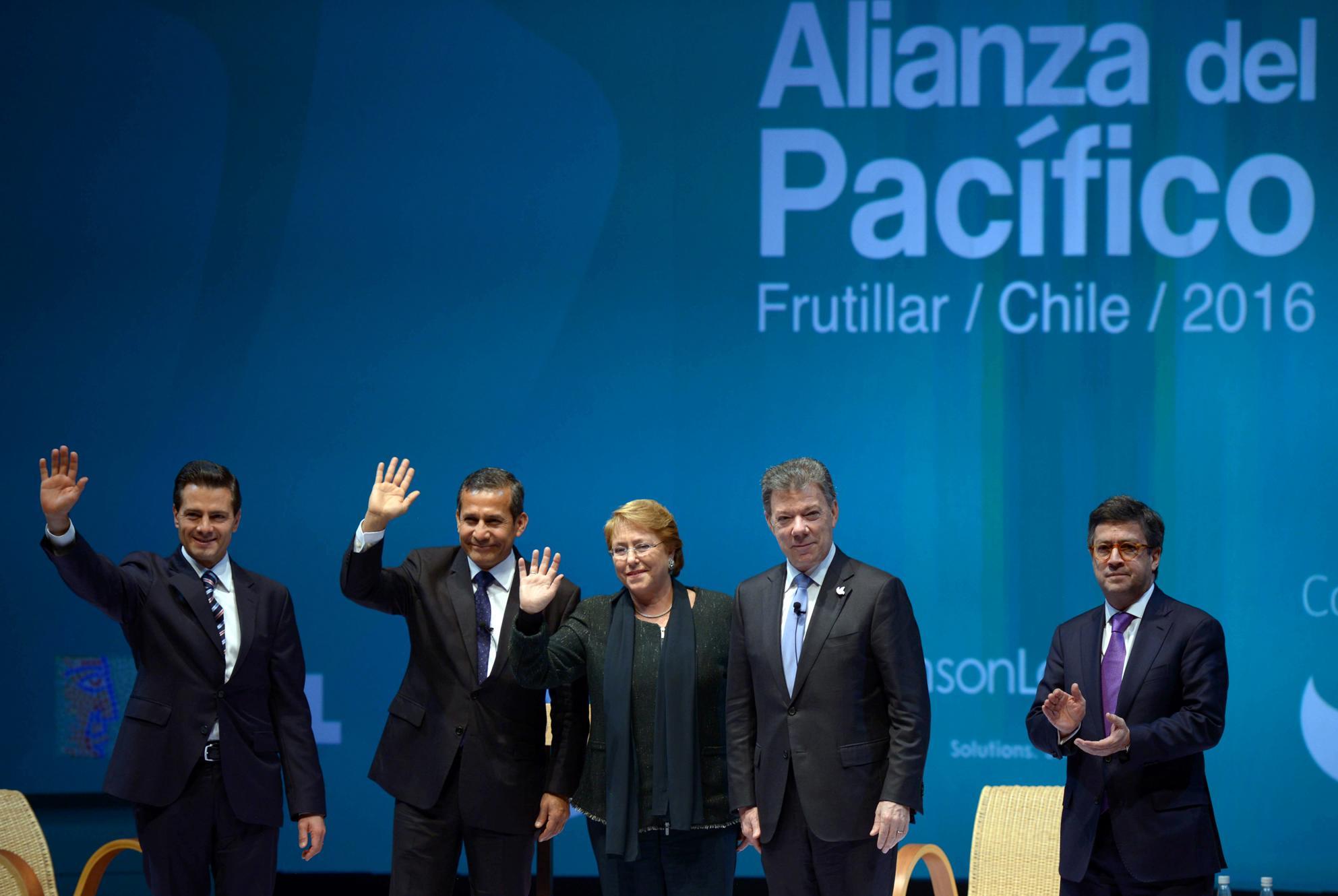 """""""La Alianza del Pacífico es una ruta y es un diseño, un instrumento de alianza, como lo dice su nombre, de acompañamiento y de alianza estratégica entre los cuatro países"""": EPN"""