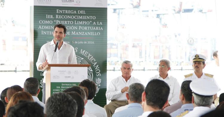 """Entrega de reconocimiento a la API Manzanillo como """"Puerto Limpio"""""""