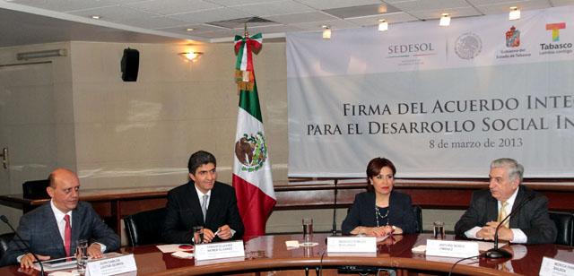 El compromiso es trabajar conjuntamente los tres niveles de gobierno, afirmó Rosario Robles Berlanga
