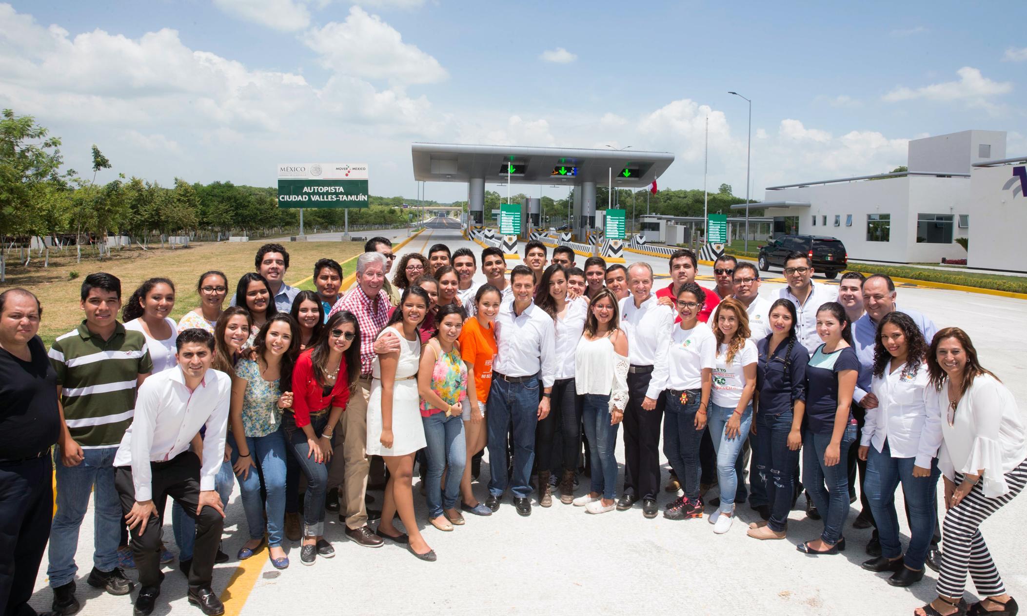"""""""Este día, somos testigos de su contribución a la larga historia de esfuerzos para lograr la conectividad carretera de nuestro estado"""", doctor Juan Manuel Carreras López."""