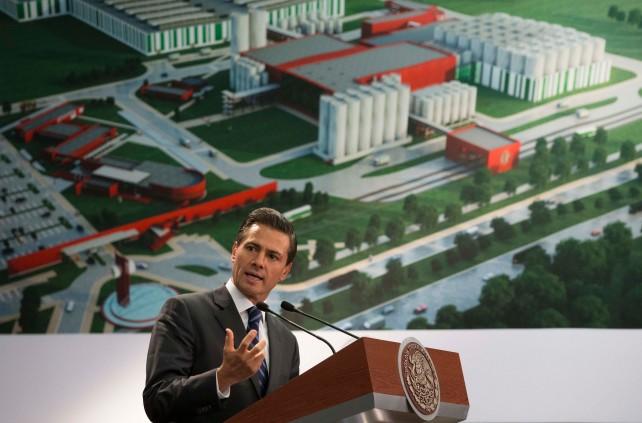 El Presidente Enrique Peña Nieto encabezó la ceremonia en la que la empresa cervecera Heineken anunció sus planes de inversión en México.