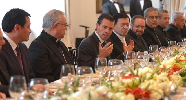 EPN en reunión, con el Nuncio Apostólico, Christophe Pierre, y los integrantes de la Presidencia y del Consejo Permanente de la Conferencia del Episcopado Mexicano.