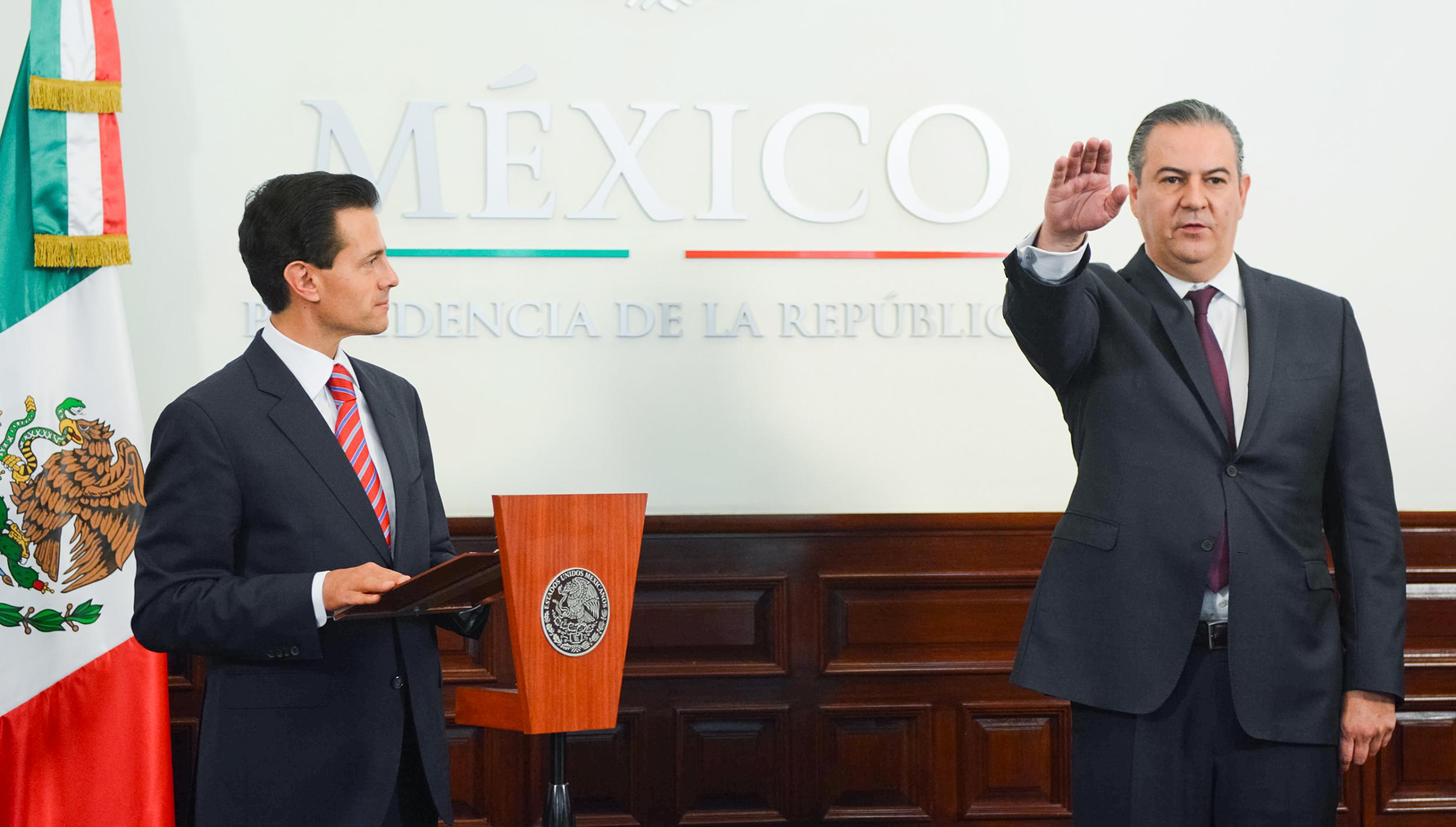 President Enrique Peña Nieto appointed and swore in Gerardo Gutierrez Candiani protest as head of the Federal Authority for the development of the SEE.