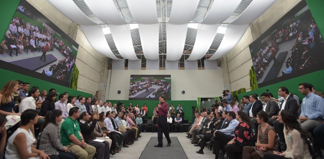El Presidente Peña Nieto realizó un recorrido por las instalaciones del Punto México Conectado Tlaxcala.