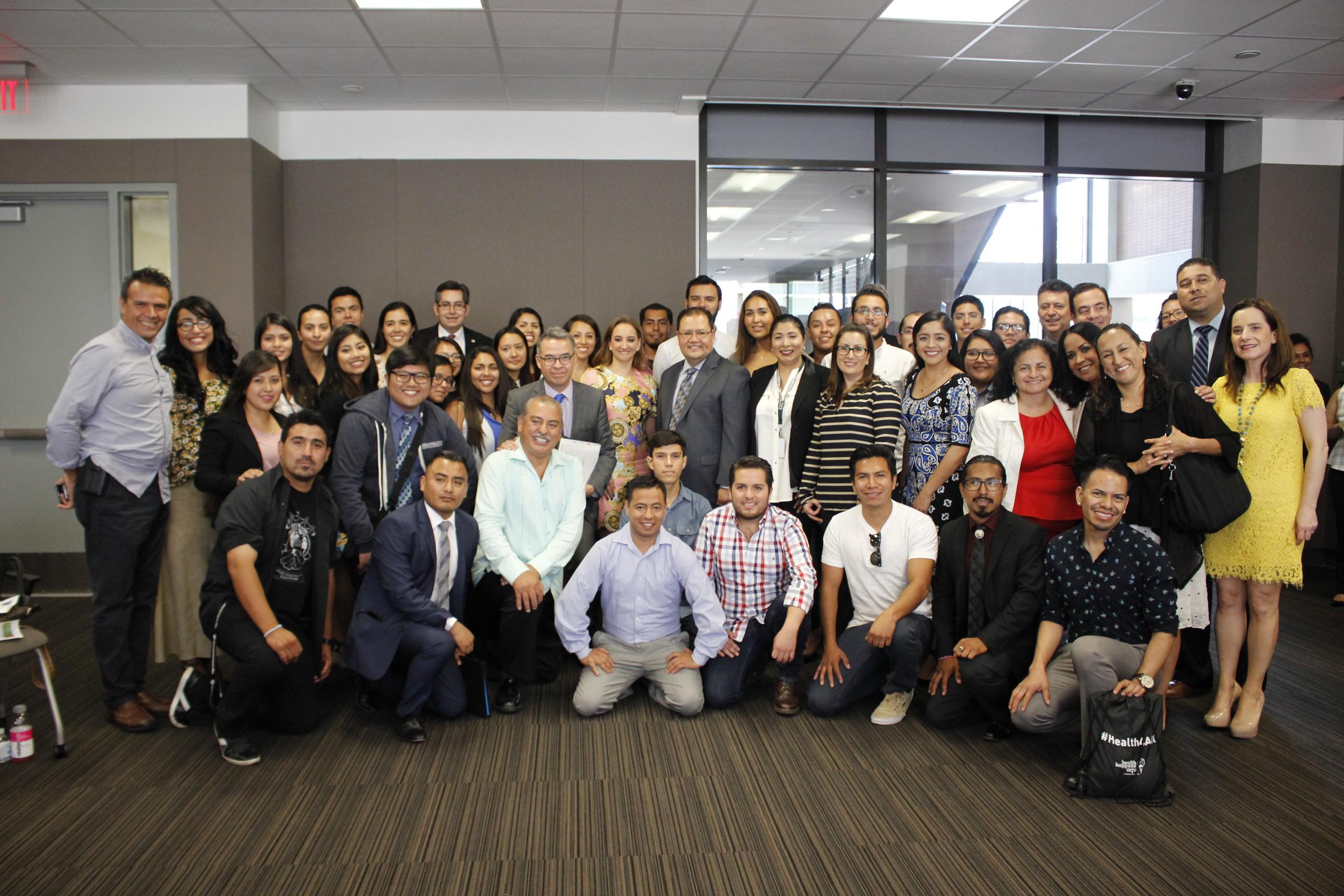 La Canciller Claudia Ruiz Massieu promueve oportunidades educativas para los mexicanos en Los Ángeles, California