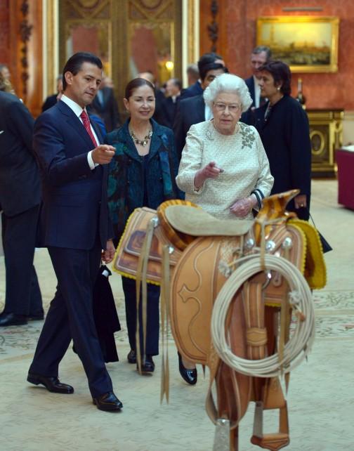 S.M. la Reina Isabel II, con el Presidente Enrique Peña Nieto.