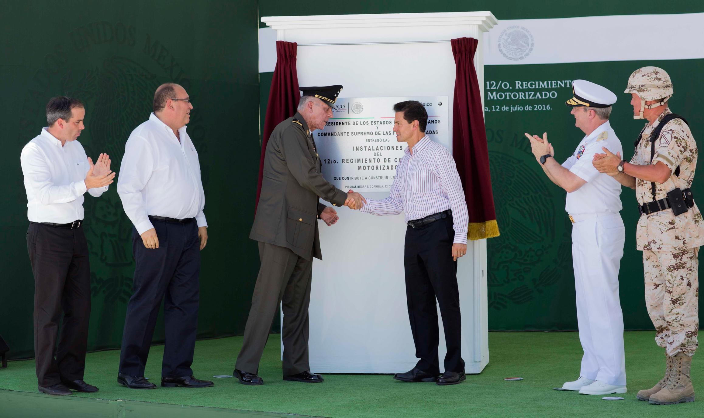 El Primer Mandatario inauguró las instalaciones del 12º Regimiento de Caballería Motorizado y su Unidad Habitacional Militar.