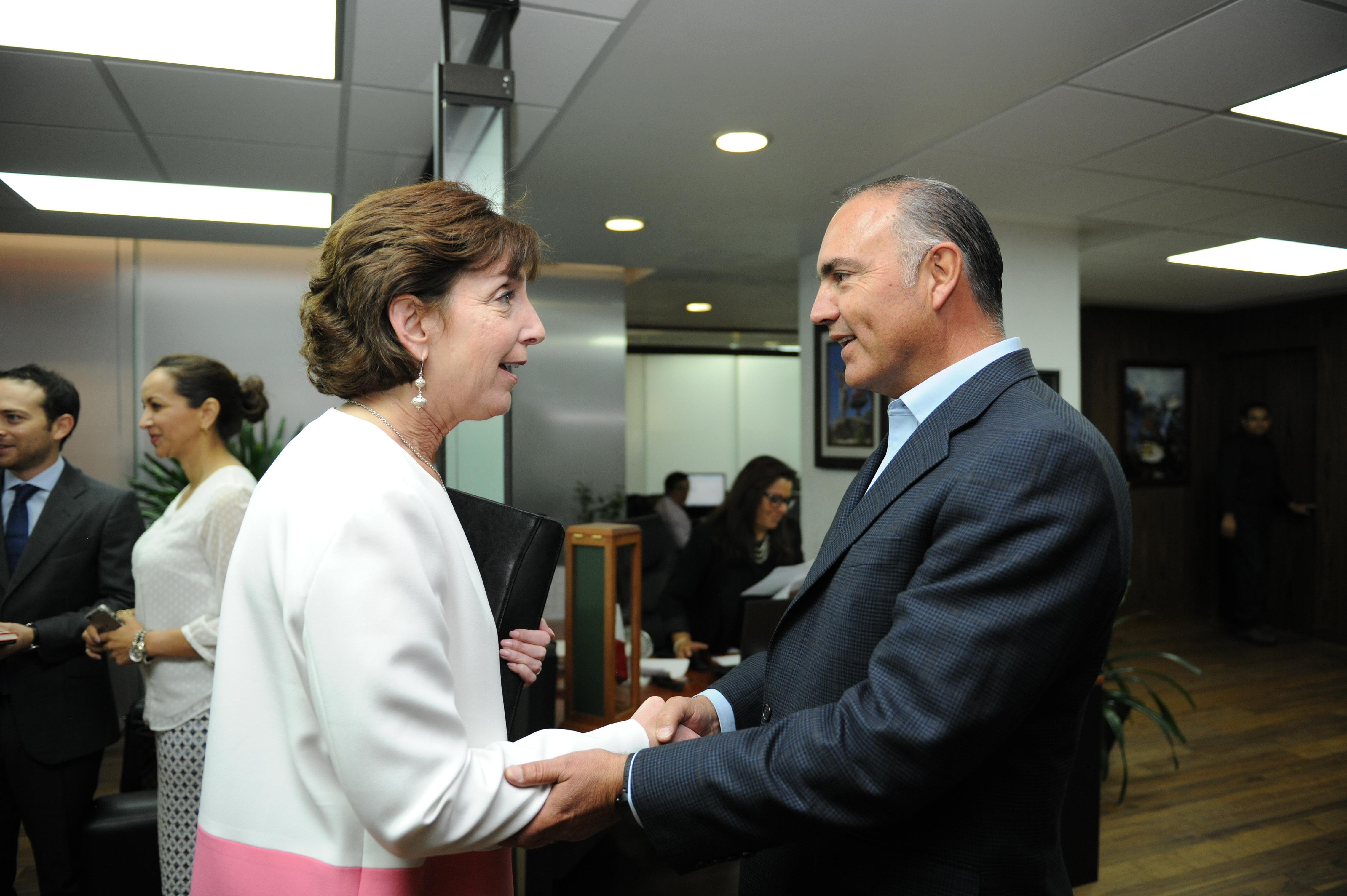 José Calzada Rovirosa se reunió por separado con la embajadora de Estados Unidos en México, Roberta Jacobson y la presidenta la provincia de Guangxi en China, Chen Jiwa.