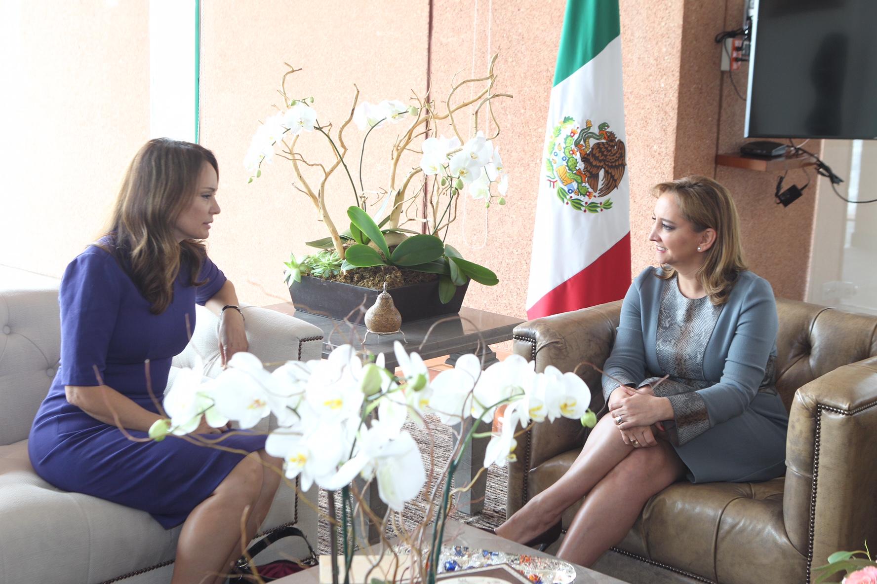 Reunión de la Canciller Claudia Ruiz Massieu con Rosie Ríos, ex Tesorera del Gobierno de Estados Unidos
