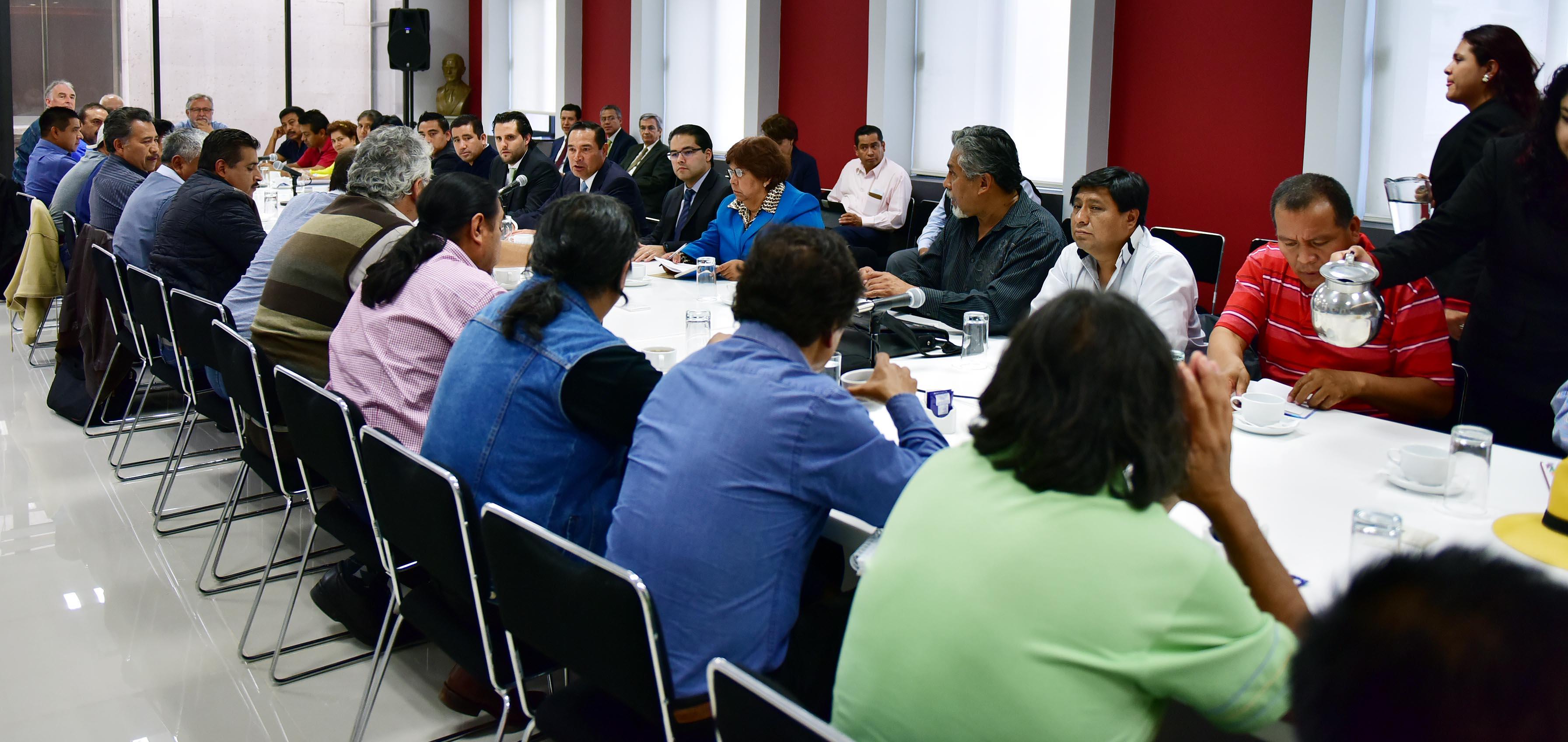 El Subsecretario de Gobierno, Luis Enrique Miranda Nava, acompañado del Coordinador de Asesores, Guillermo Lerdo de Tejada Servitje, fueron los encargados de encabezar la Mesa Política entre SEGOB y SNTE-CNTE