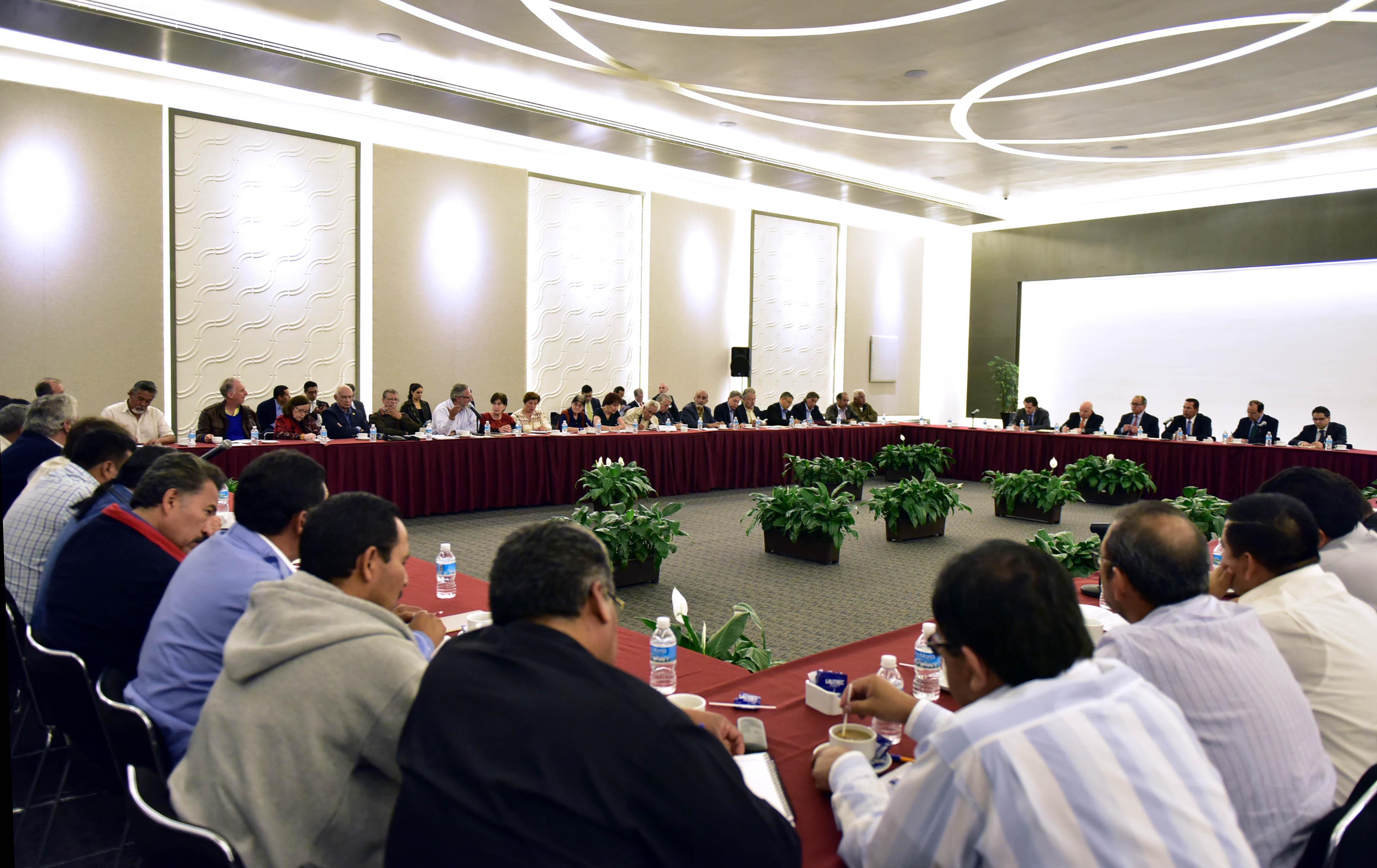 Representantes de las secretarías de Gobernación y de Educación Pública participan en la Mesa Educativa con la CNTE