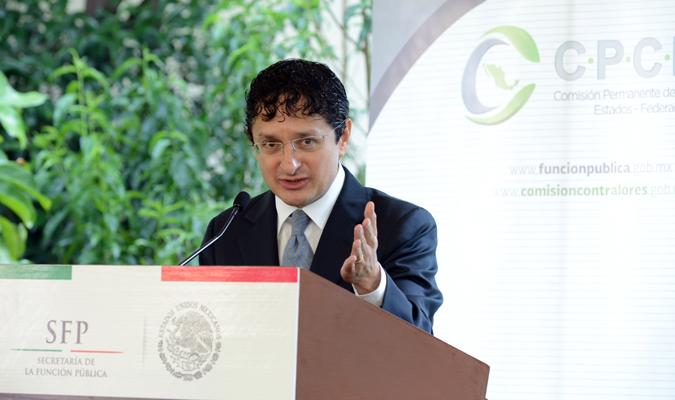 El Secretario de la Función Pública, Virgilio Andrade Martínez, propuso a todos los contralores de las entidades federativas trabajar en una agenda común que incorpore las acciones presidenciales en materia de combate a la corrupción.