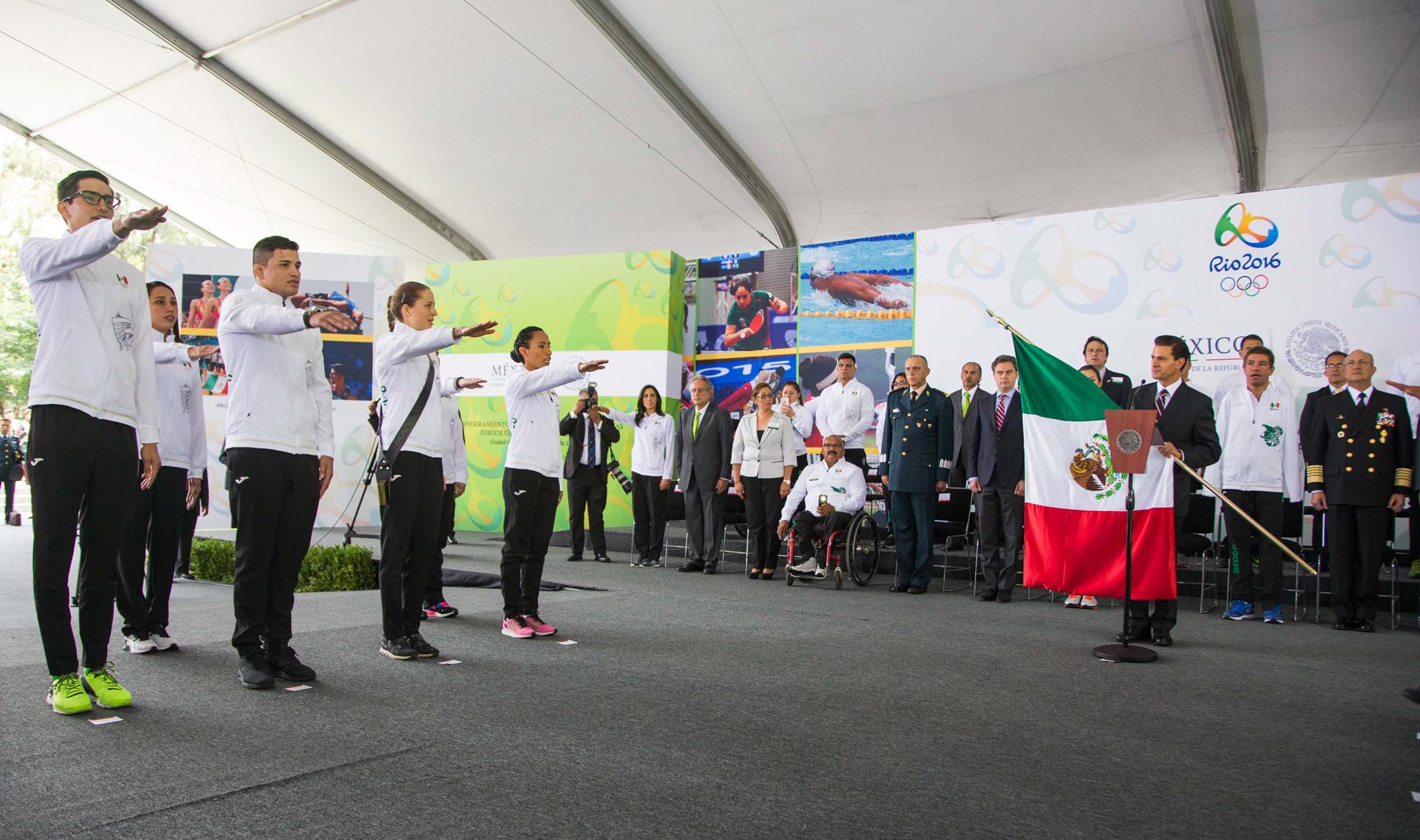 Confió en que los deportistas pondrán muy en alto el nombre de México durante la justa deportiva.