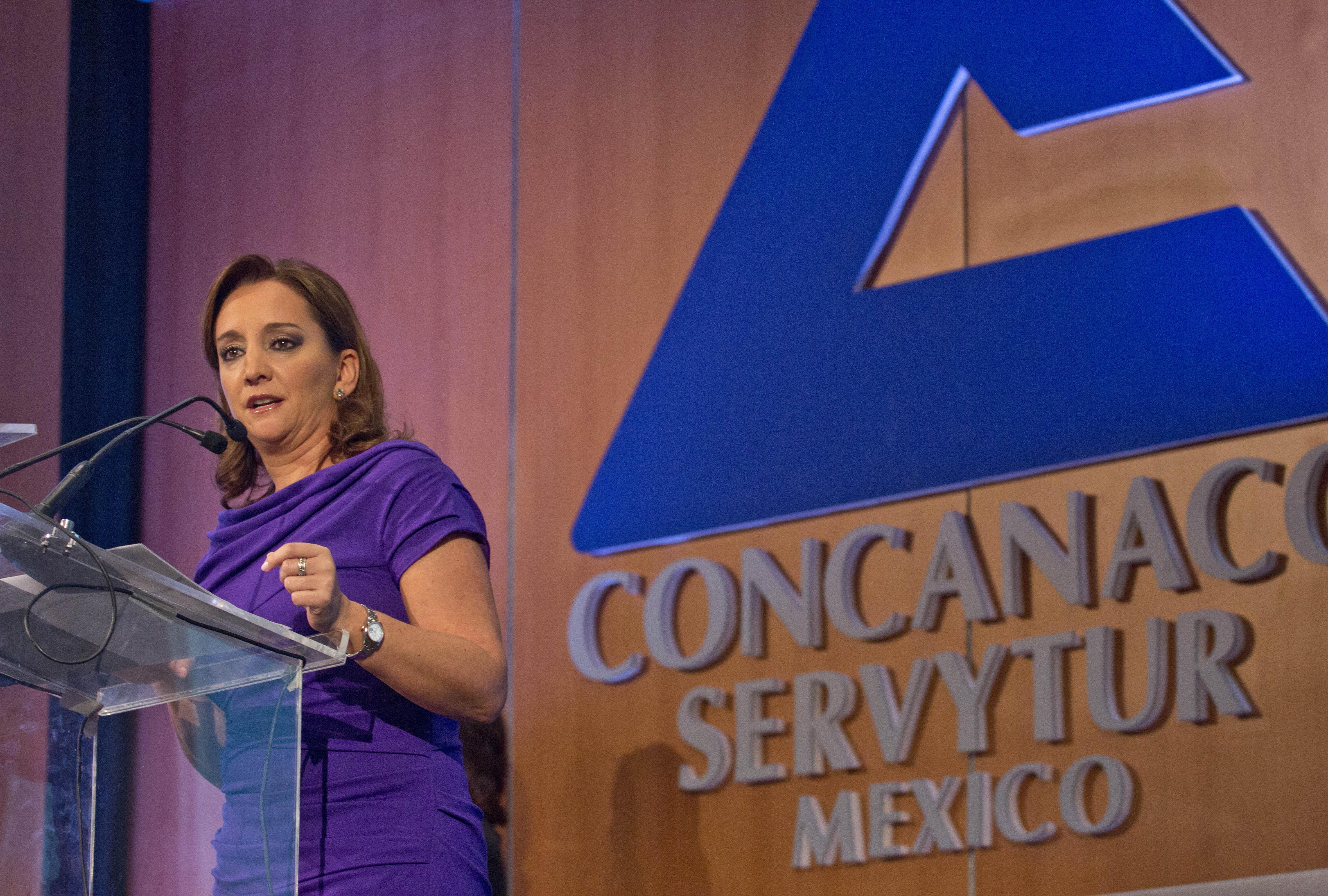 La Mtra. Claudia Ruiz Massieu, Secretaria de Turismo, en conferencia en el marco de la reunión plenaria de la Confederación de Cámaras Nacionales de Comercio, Servicios y Turismo (Concanaco-Servytur).
