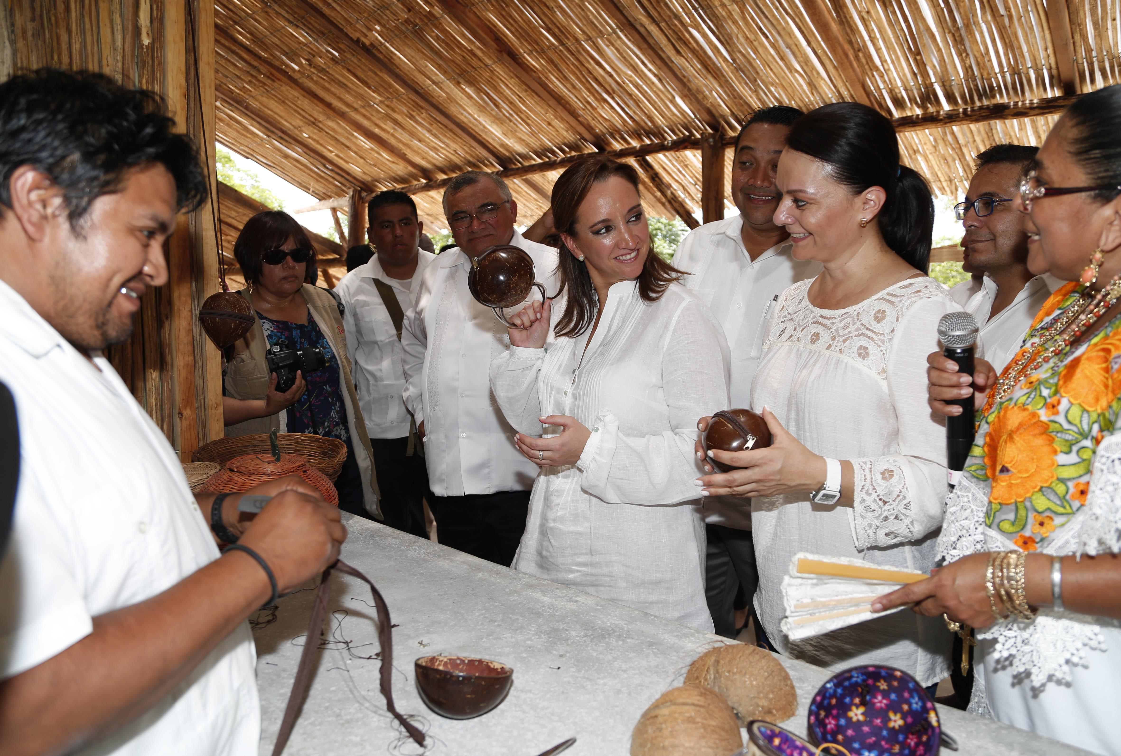 La Secretaria de Turismo, Claudia Ruiz Massieu, en conjunto con la CDI destinan recursos para proyectos ecoturísticos emprendidos por comunidades indígenas de los estados de Yucatán, Campeche y Quintana Roo.
