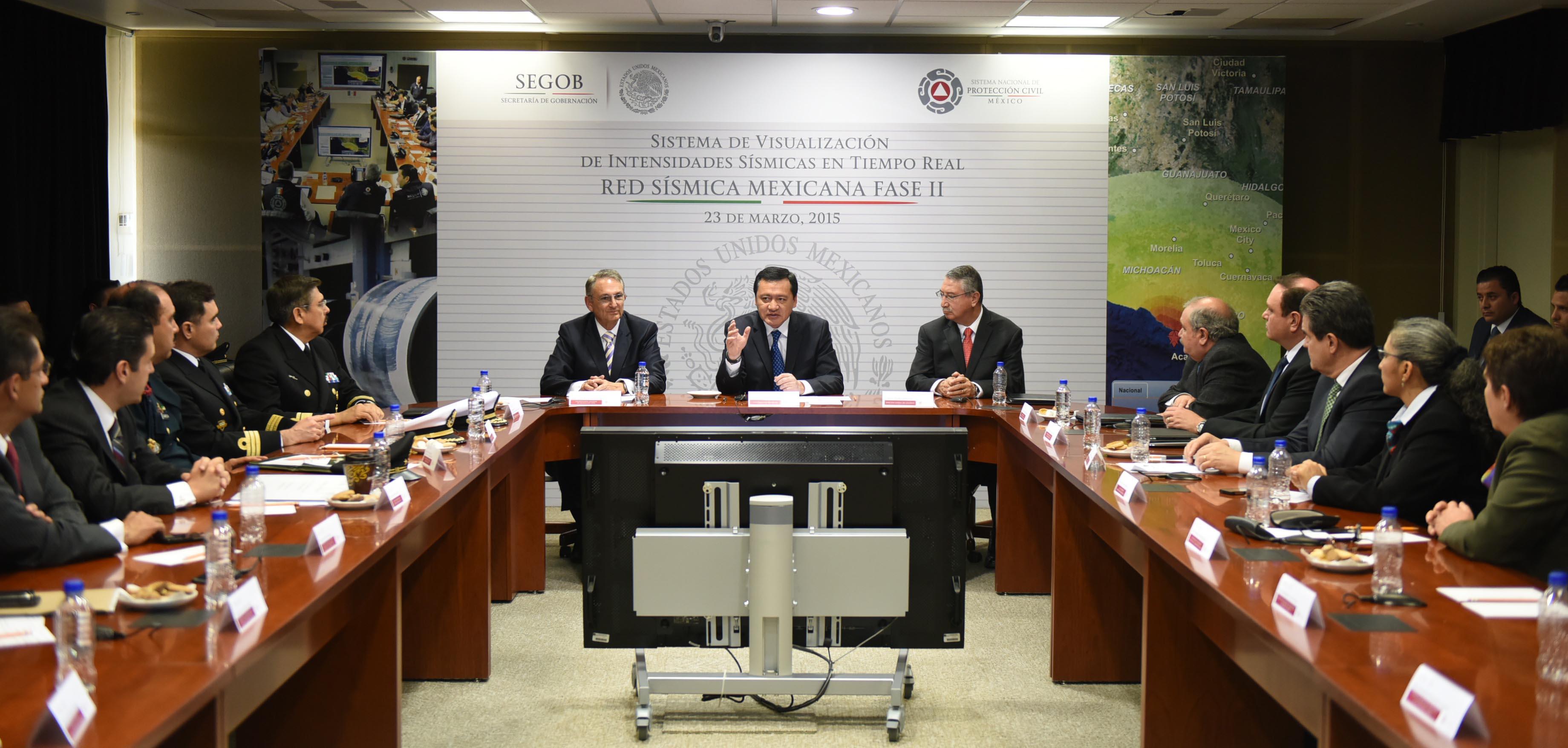 El Secretario de Gobernación, Miguel Ángel Osorio Chong, preside la reunión de la Red Sísmica Mexicana Fase II, en el Centro Nacional de Prevención de Desastres.