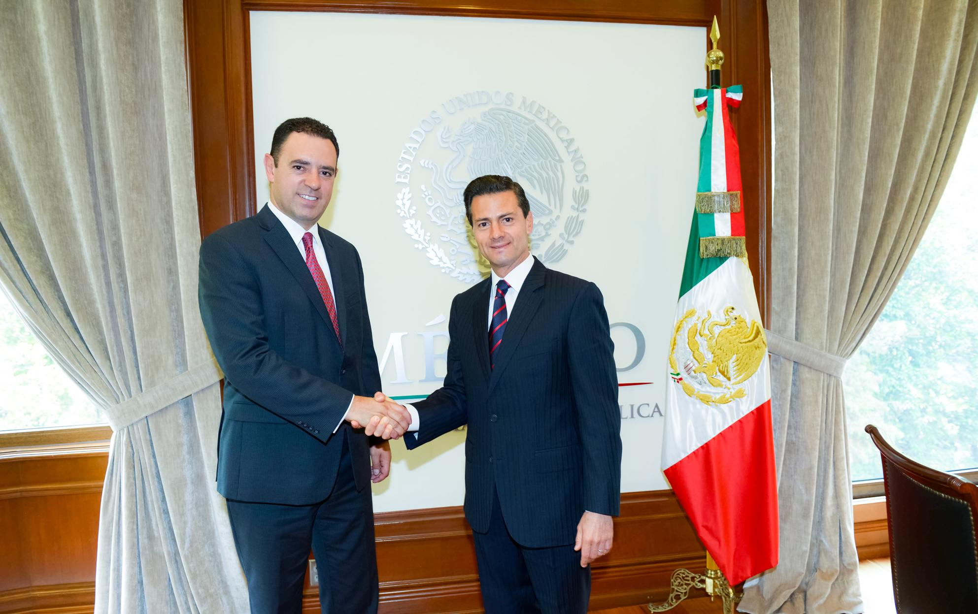 The president congratulated the governor on his victory in the June 5 elections, and confirmed the government's willingness to help his administration undertake the programs and actions that have been planned.