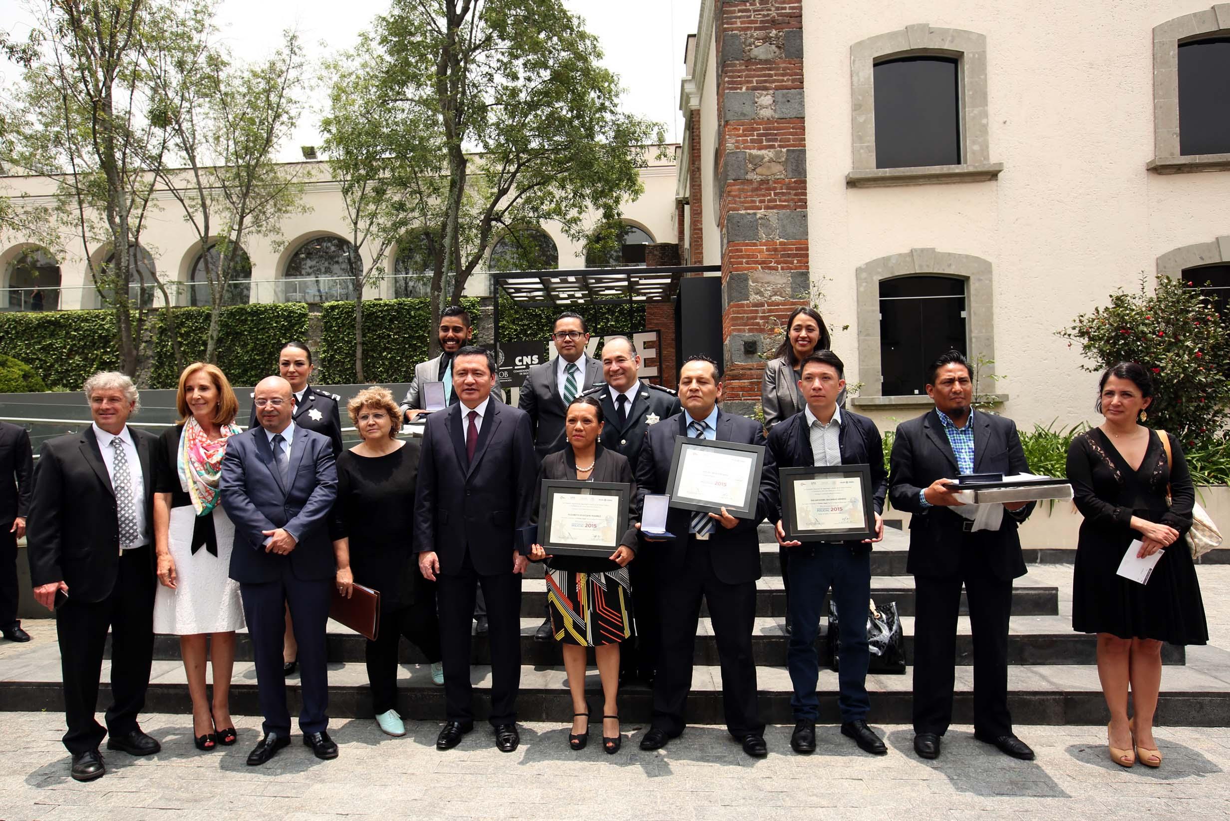El Secretario de Gobernación, Miguel Ángel Osorio Chong, encabezó la ceremonia de entrega de Reconocimiento al Periodismo Policial 2015 que se realizó en el auditorio del Museo de la Policía Federal, en la Comisión Nacional de Seguridad