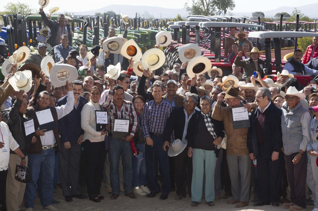 EPN en el inicio del Programa Nacional de Apoyo a la Adquisición de Tractores, con el que se respalda la modernización y tecnificación del campo mexicano.