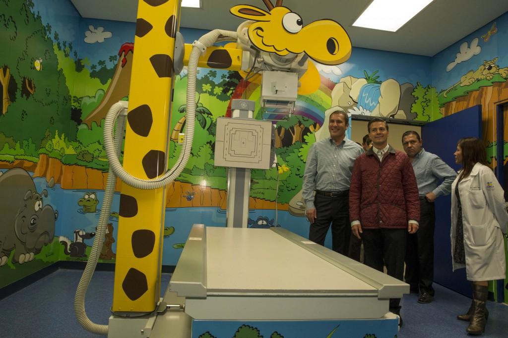 EPN recorre el Hospital inaugurado en el estado de Puebla para mejorar la salud y la atención de niñas, niños y adolescentes, sobre todo los afectados con enfermedades como el cáncer.