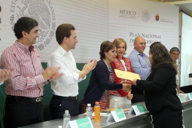 En un hecho sin precedente, Diconsa adquirirá 10 mil toneladas de maíz a productores sociales de la entidad.