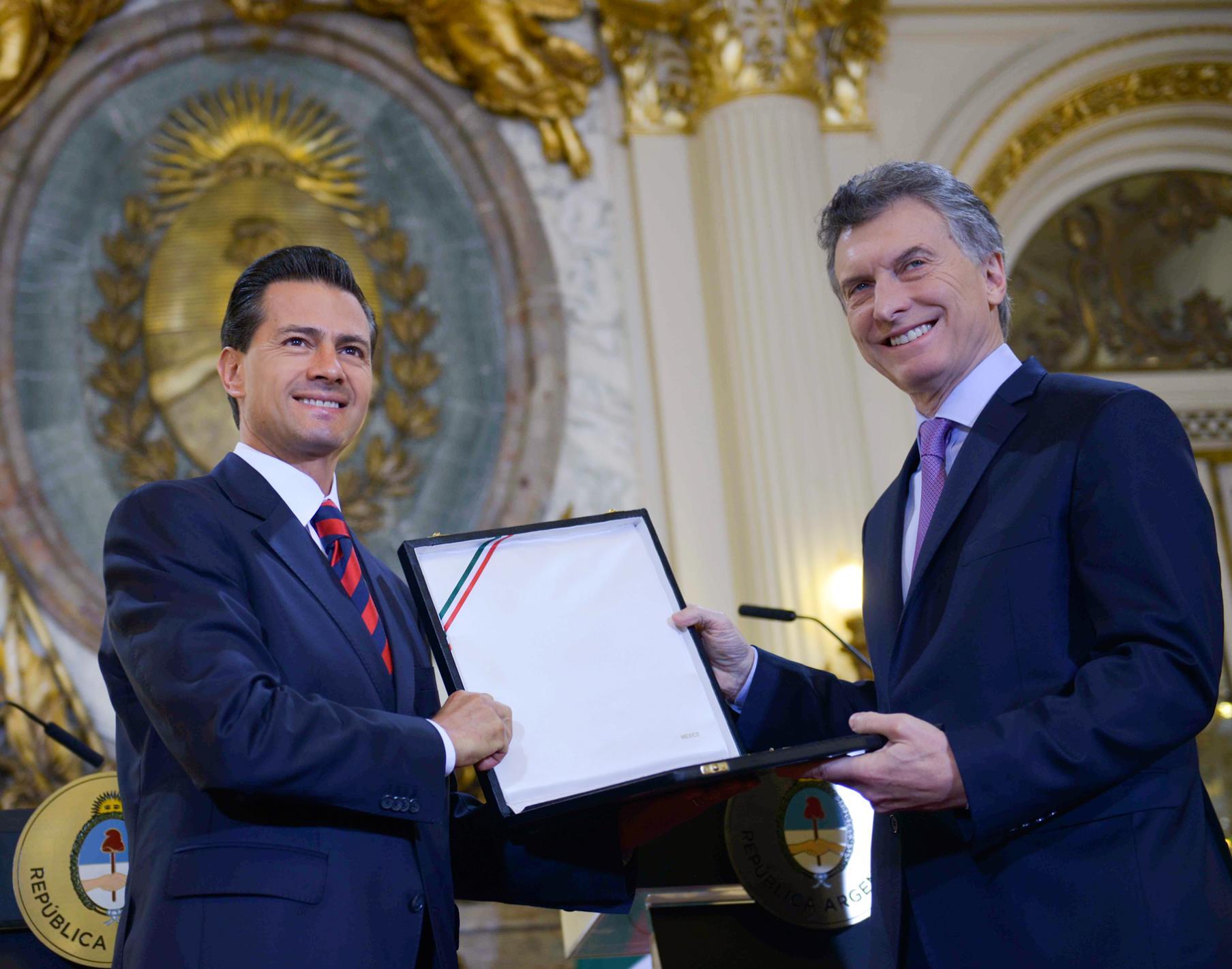 """""""Quiero decirle a Mauricio que, en primer lugar, México reconoce en él, y en su liderazgo, esta visión de cambio y de transformación para su país"""": EPN"""